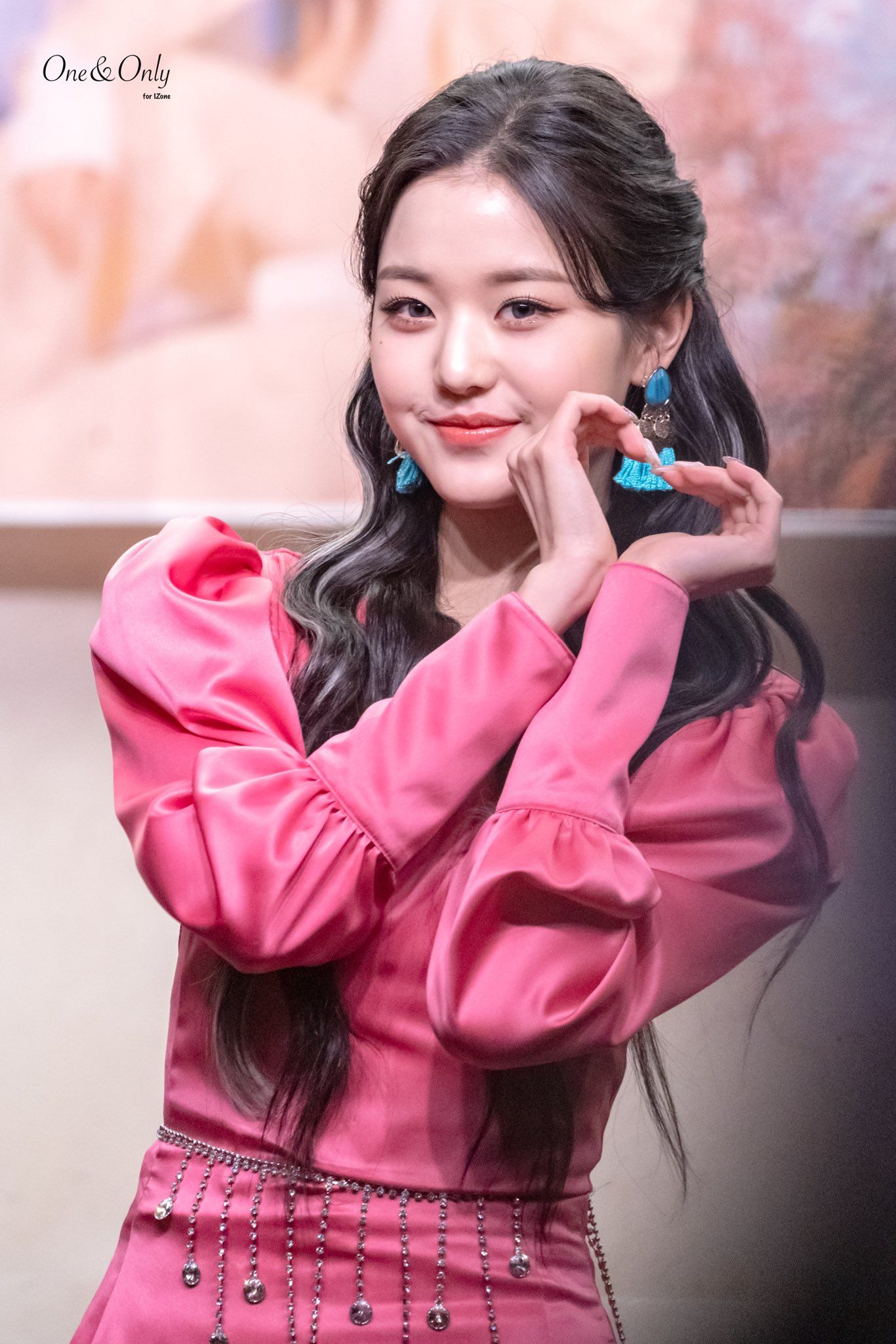 IZ*ONE Jang Wonyoung gains attention with her outstanding