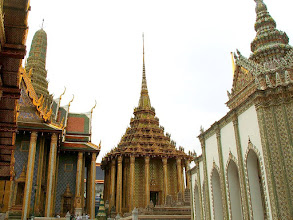 Photo: Bangkok, Wat Phra Kaew, Phra Mondop (in the center)