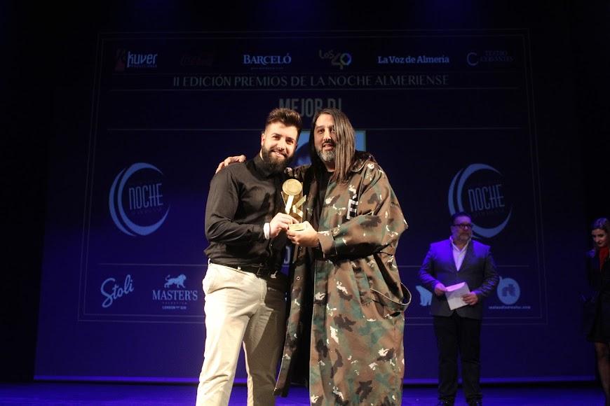 José Zarpi recibió el galardón al Mejor Dj de la Noche Almeriense.