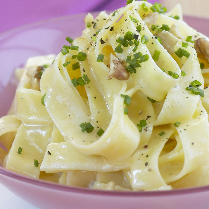 Fettuccine with Blue Cheese and Walnuts