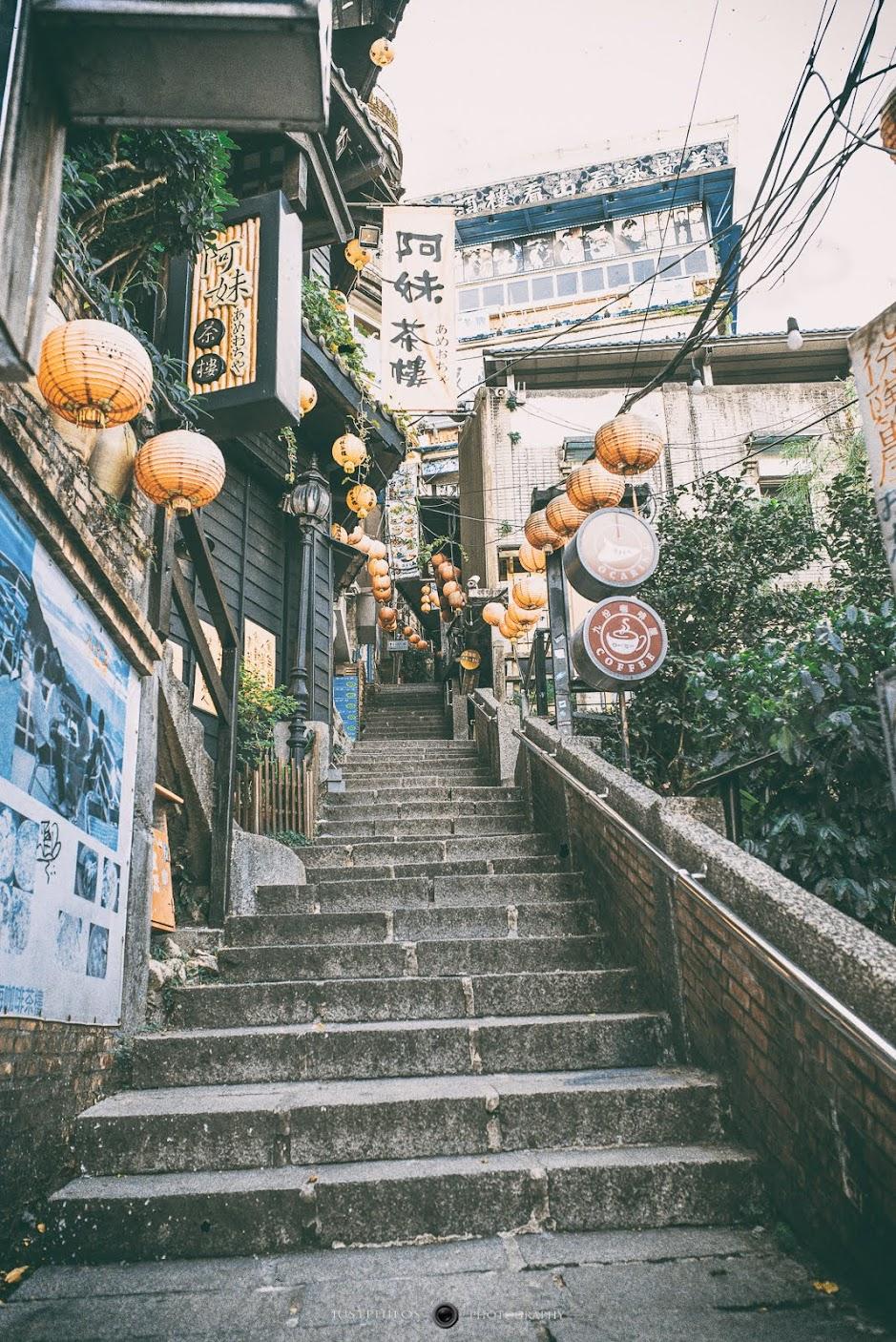 平常最多遊客喜愛的九份石階道,如果沒有招牌的紅燈籠可能看不出來是在九份。