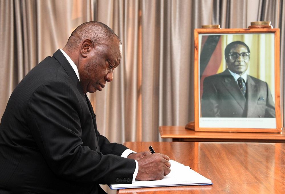 Afrika-leiers bring hulde tydens die begrafnis van die Mugabe-staat