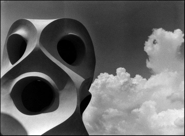 Statue di cemento ed aria di flevia