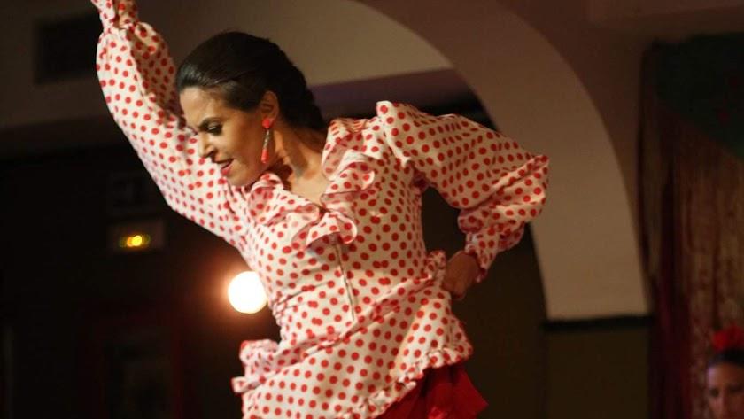 Azahara Herrera actúa hoy y mañana en El Ejido.