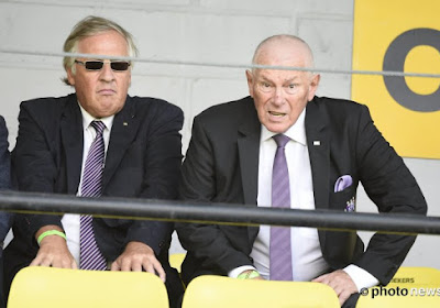 Michel Verschueren doet tackle met voeten vooruit naar Roger Vanden Stock en neemt ferme beslissing