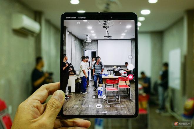 Siêu phẩm màn hình gập Galaxy Fold duy nhất của Việt Nam: Độ chảnh ăn đứt iPhone 11, nhưng giá thì trời ơi... - Ảnh 6.