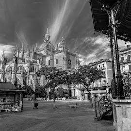 catedral segovia b&w by -. Phœnix .- - City,  Street & Park  Vistas ( segovia, catedral )