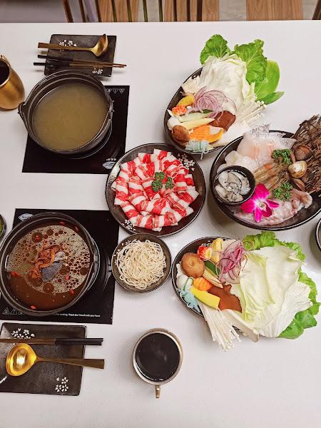麻油雞湯跟麻辣是我的最愛,肉肉吃得很飽,海鮮也很豐盛❤️