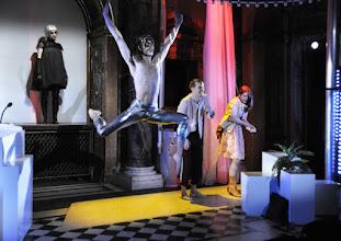 """Photo: Wien/ Burgtheater/ """"Junge Burg"""": I work, therefore I am - ein Projekt zur Zukunft unserer Arbeitswelt. Premiere am 22.3.2016. Natakie Heilinger, Frederic Troehler, Raphael Cisar, Laura Herrmann. Copyright: Barbara Zeininger"""
