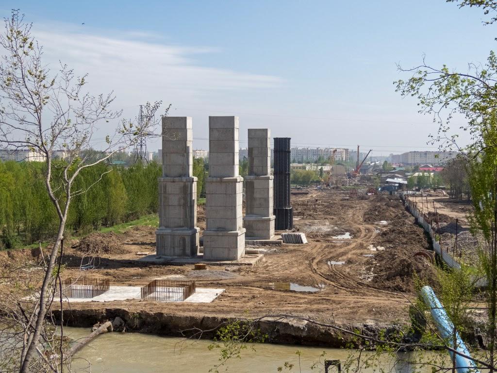 Строительство эстакады на Сергели