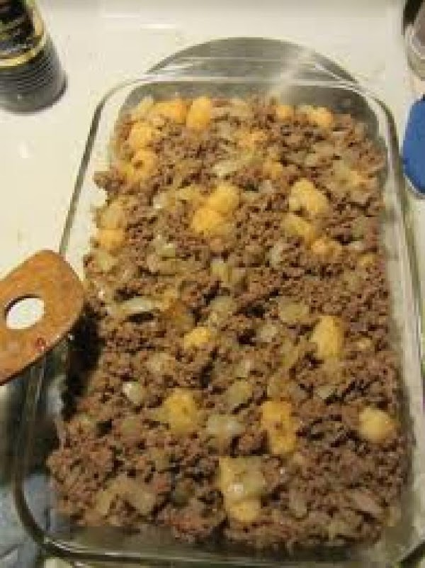 place broccoli and ground beef/turkey ontop of tater tots/hashbrowns.