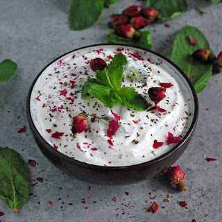 Mast o Khiar (Persian Yogurt and Cucumber Dip)
