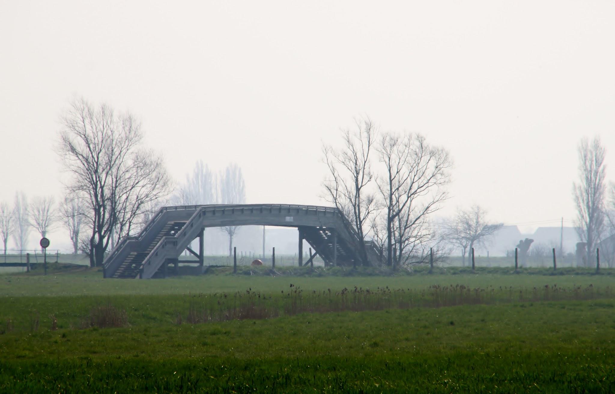 Photo: Een van de recreatieve bruggen over de Ijzer.