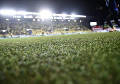 Saint-Trond serait avantagé : les terrains synthétiques bientôt interdits en Pro League ?