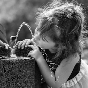 Water life by Victor Queiroz - Babies & Children Children Candids ( children water drinking water fountern )