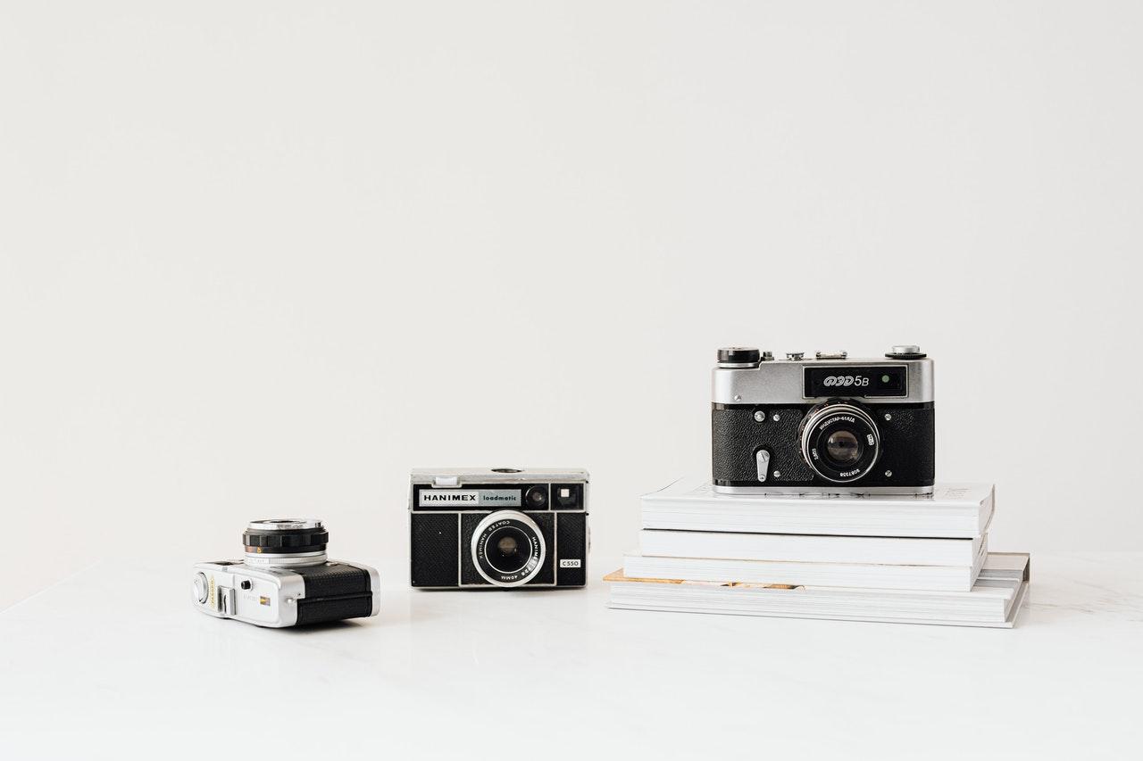 cameras-on-white-background-4397899/