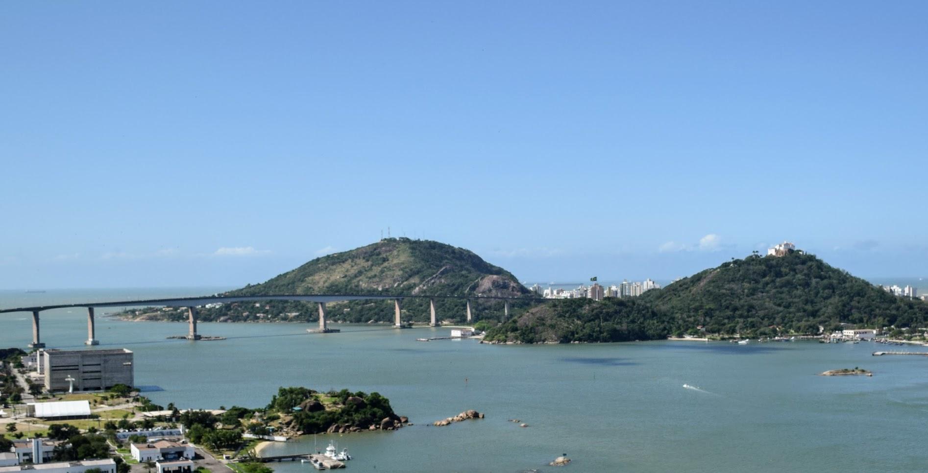 Terceira Ponte, Morro do Moreno e Convento da Penha vistos do alto de Jesus de Nazareth durante o passeio do Tour no Morro