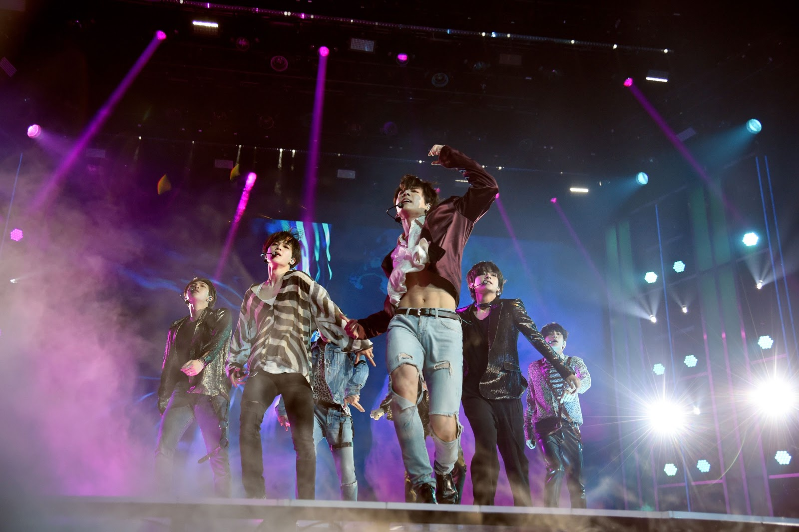 BTS Fans Literally Can't Get Over Jungkook's Sexy Ab Stunt At The BBMAs