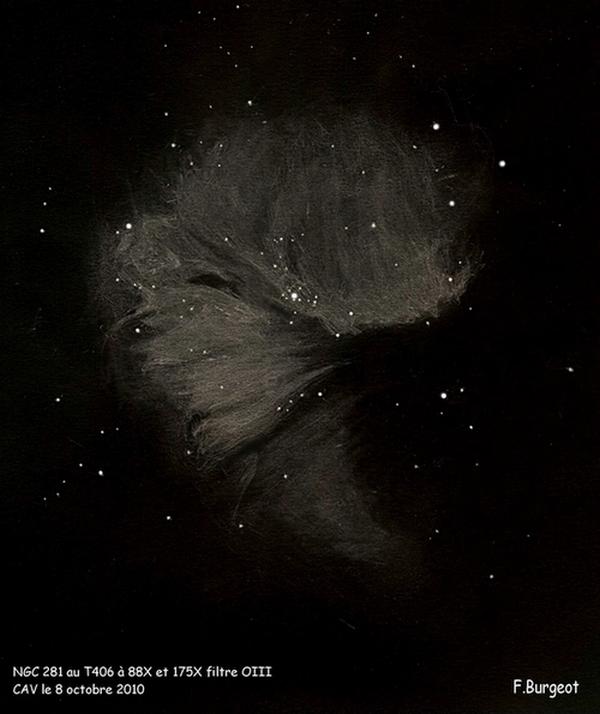Photo: NGC281, la nébuleuse Pacman, dans le T406 à 88X et 175X avec filtre OIII. Objet faiblement lumineux, séparé en trois lobes. Impression de matière filamenteuse.