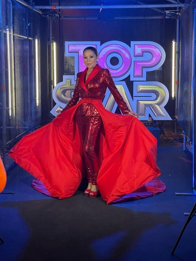 Isabel Pantoja luce el vestido diseñado por el almeriense Sergi Regal.