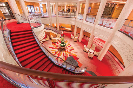 QM2-Atrium3.jpg - The atrium on Queen Mary 2.