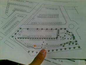 Photo: Recogiendo el plano de barracas 09