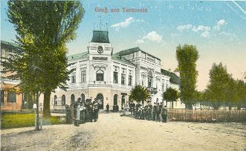 Photo: Pohľad na Trojičné námestie a radnicu.