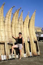 "Photo: Pimentel, trzcinowe człóna ""caballitos"" / ""Caballitos"" boats made of reed"