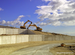 Photo: Ejecución de muros de contención en viales.