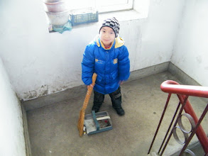 Photo: warrenzh 朱楚甲's housework, shot by his mom and requested by his teacher.