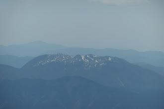 霊仙山アップ(左奥に綿向山)