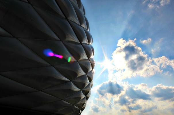 Raggi di sole sull'Allianz Arena di erykaa