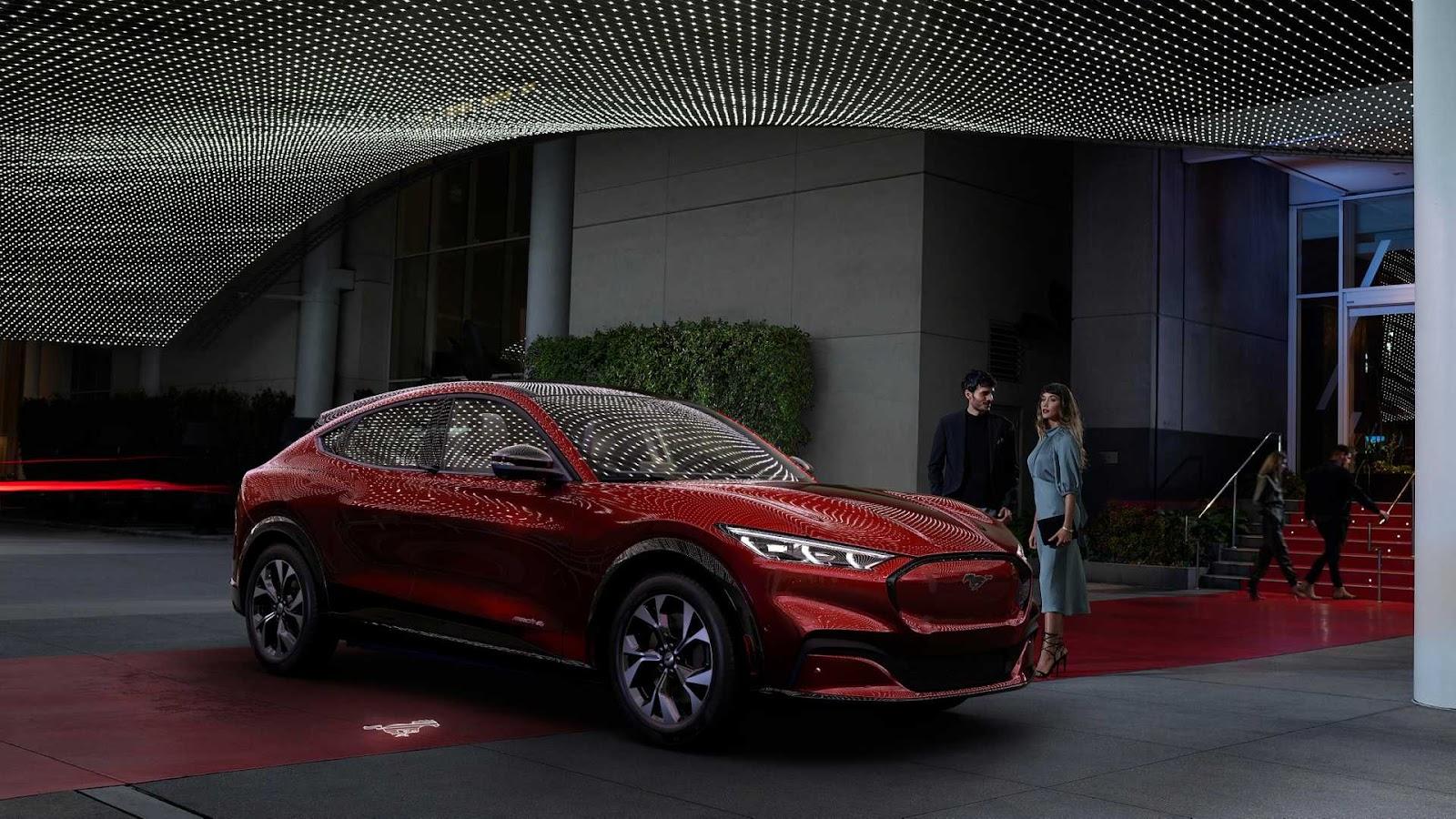 2020-ford-mustang-mach-e-5.jpg