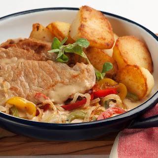 Schweinsschnitzel mit Knoblauch-Peperonatasauce