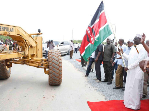 Deputy President William Ruto launches the construction of the 20km Dekabury and Garissa Ndogo-Sankuri link roads at a cost of Sh480m in Garissa, December 10, 2018. /DPPS