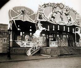 Photo: Cirque Zanfretta, Fête de Vaugirard, 1913. .- EUGÈNE ATGET