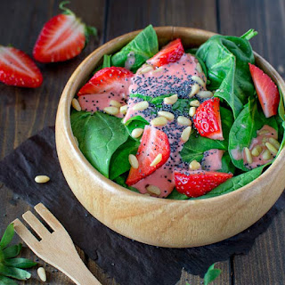 Simple Spinach and Strawberry Salad