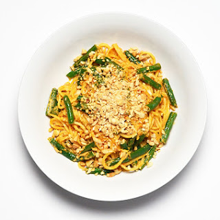 Spaghetti with Red Curry, Green Beans and Peanuts