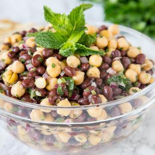 Balela Salad (Mediterranean Chickpea Salad).
