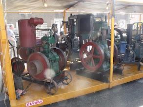 Photo: Tous ces moteurs sont présentés sur un plateau mobile.