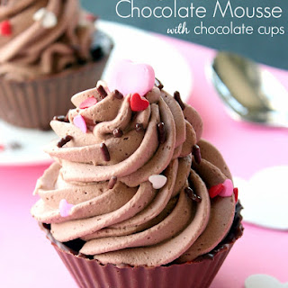 Easy Mousse with Chocolate Cups