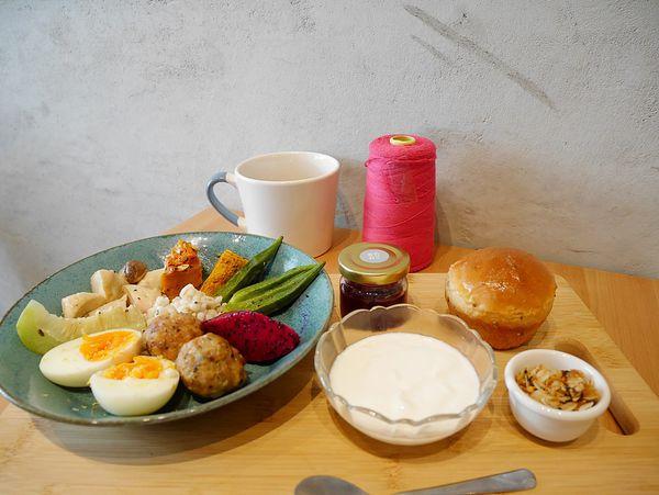 茉莉莉,布莊老街的新生早午餐 . 文藝少年們一定會喜歡。老宅正夯 . 養生餐點也是健康的用餐取向 ( 近彰化火車站 )