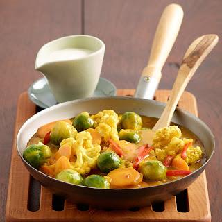 Buntes Gemüsecurry mit Joghurt