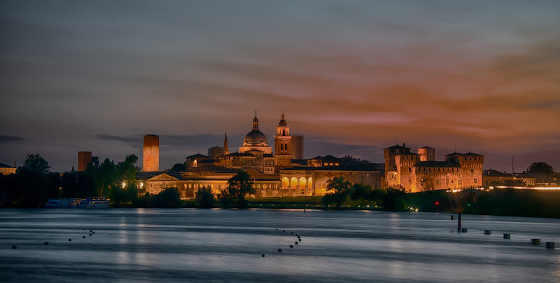 Skyline di Mantova dal Lago inferiore di Gianva
