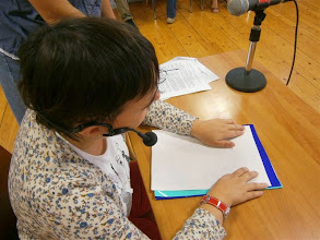 Photo: Carolina leyendo uno de los textos en un Programa de Bandidos de la Hoya