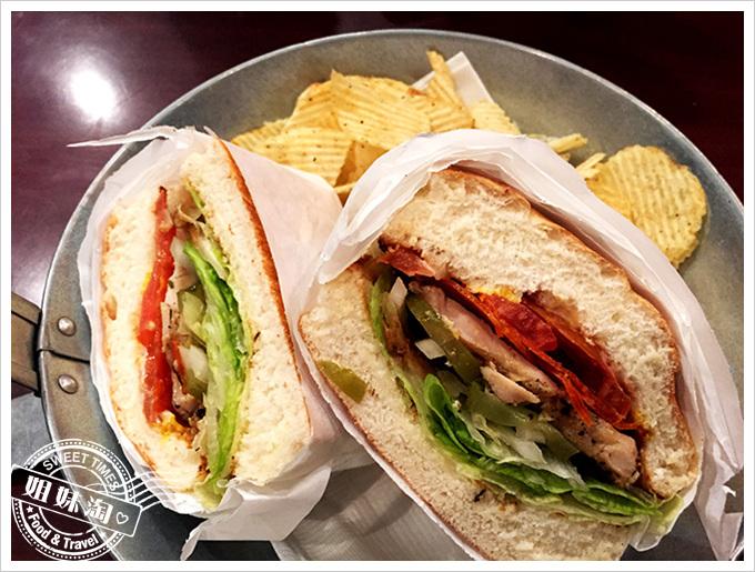 貝果貝果烤雞肉香腸三明治