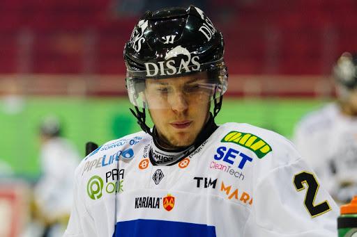 Kalapudas vaihtaa Kärppien peliasun ensi kaudeksi Sportin peliasuun. (Kuva: Liiga)