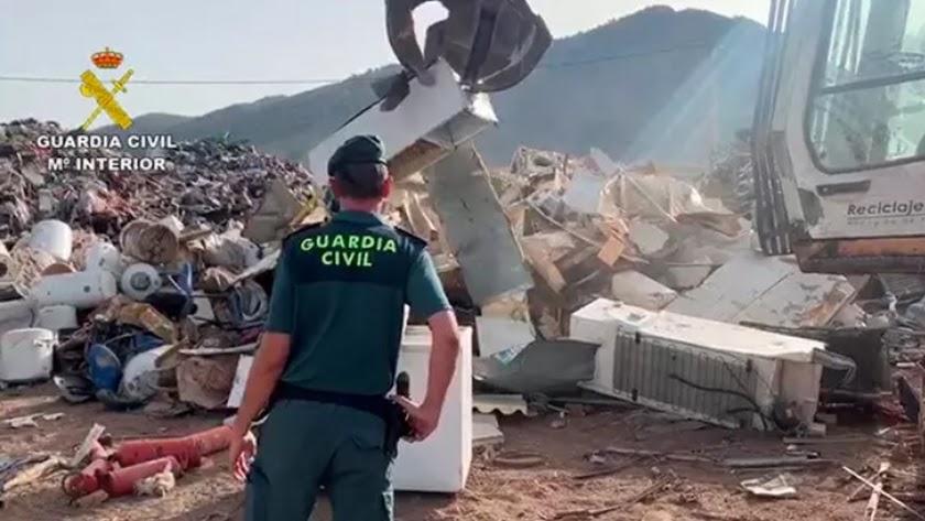Material incautado por la Guardia Civil procedente de aparatos eléctricos y electrónicos