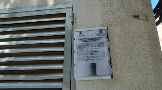 Cartel en la calle Antonio Mairena de Almería