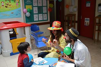 Photo: As crianças foram recebidas pelos doutores palhaços